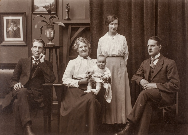 Thomas, Louisa, Dorothy, Henry and Adela Nuttall